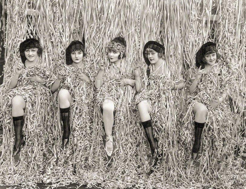Paper Dolls: 1918