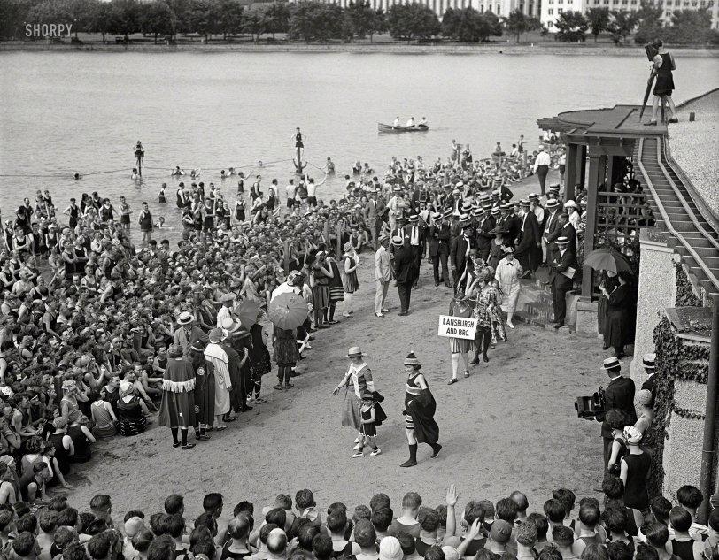 Beach Style Parade: 1922