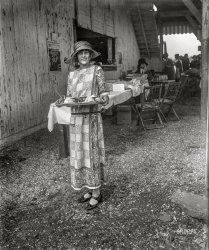 Tray Chic: 1923
