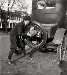 Filling Station: 1924