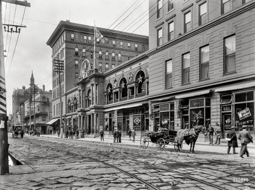 Eight-Star Hotel: 1900