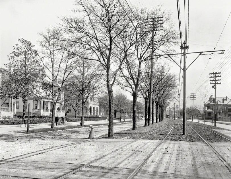 Easy Street: 1900