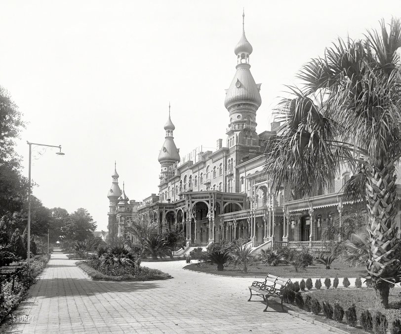 Gingerbread Hotel: 1900