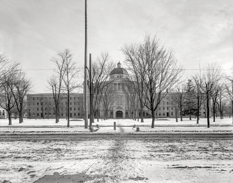 U. Hall: 1900