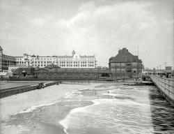Seaside Casino: 1905