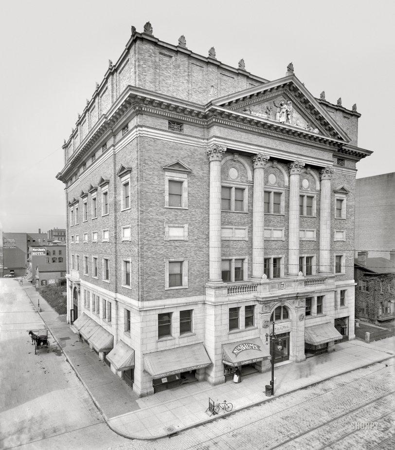 Nusbaum's Lining Store: 1906