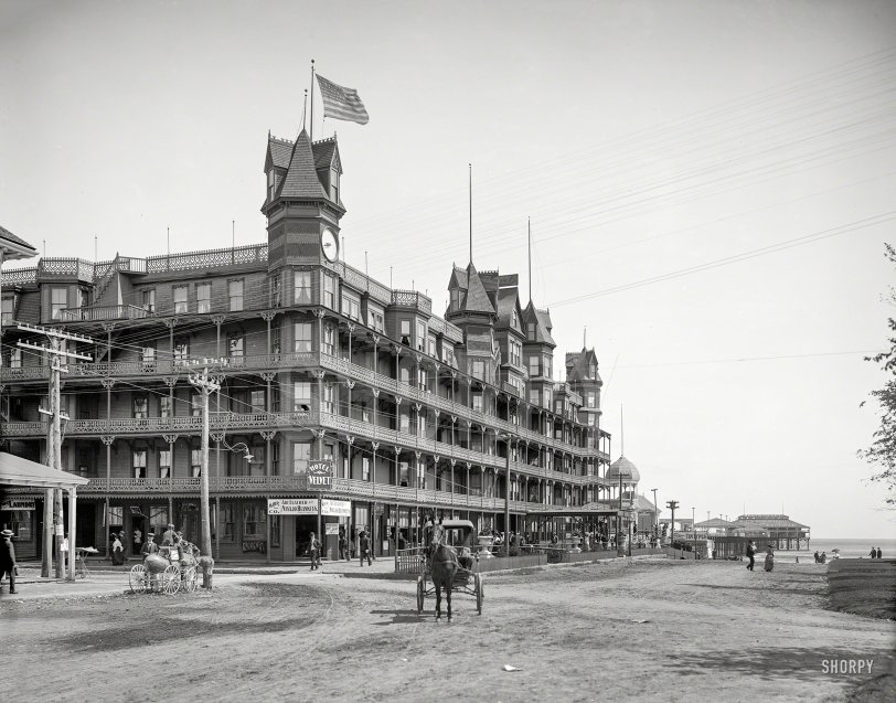 Gingerbread Hotel: 1904