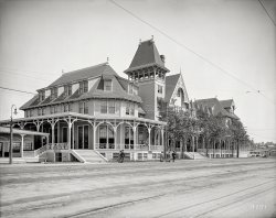 Gingerbread Inn: 1905