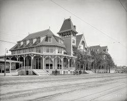 Gingerbread Inn: 1905