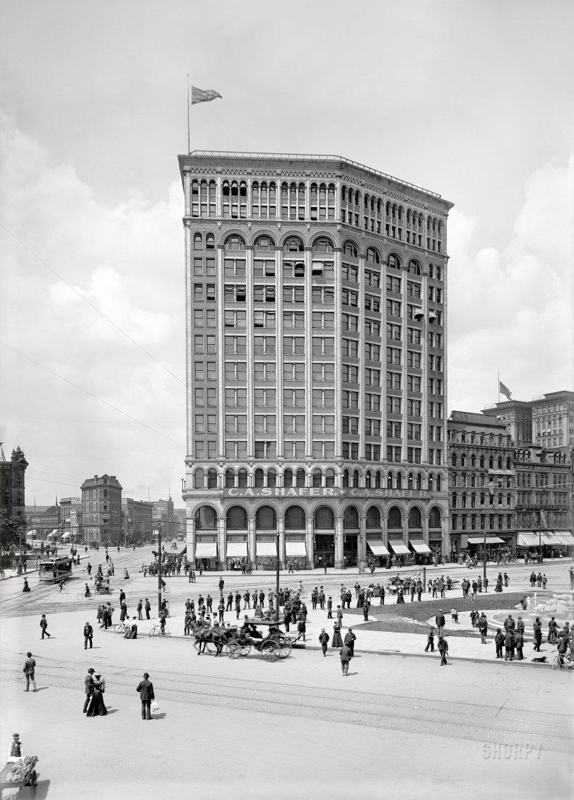 Majestic: 1900