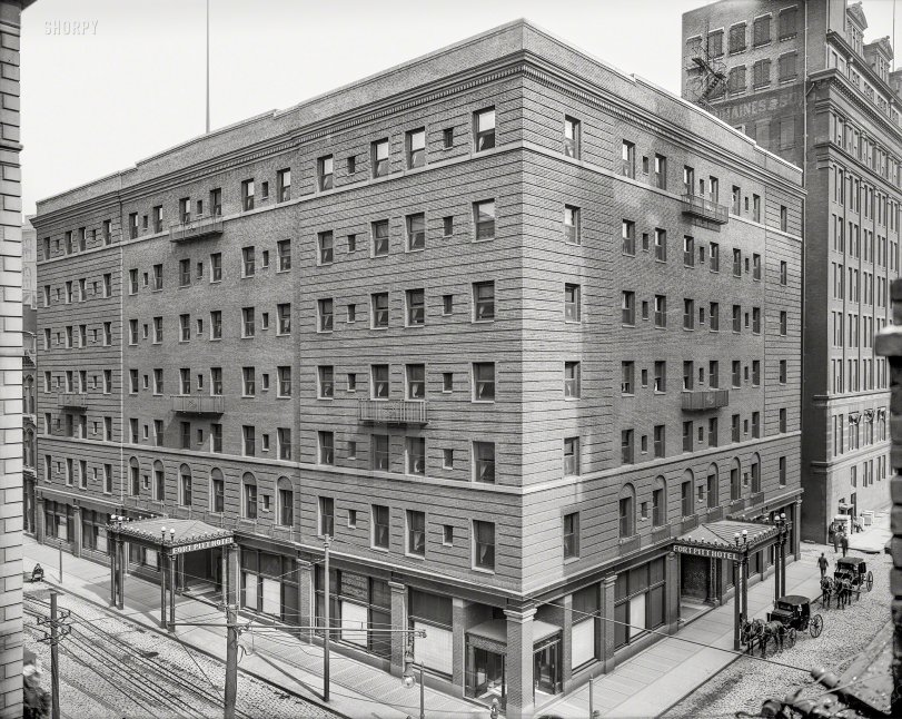 Corner Rooms: 1905