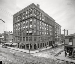 Square Hotel: 1910