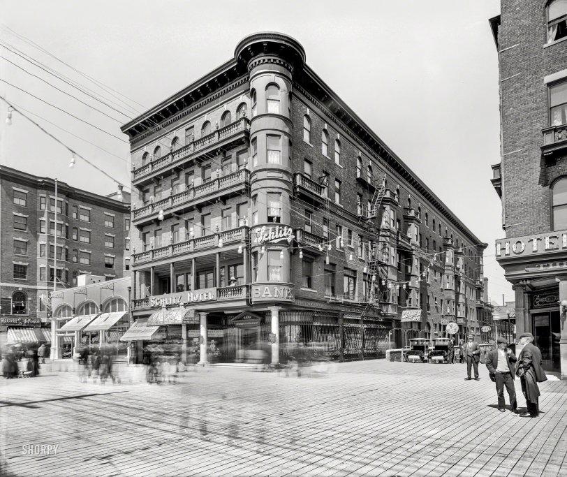 Schlitz Hotel: 1910