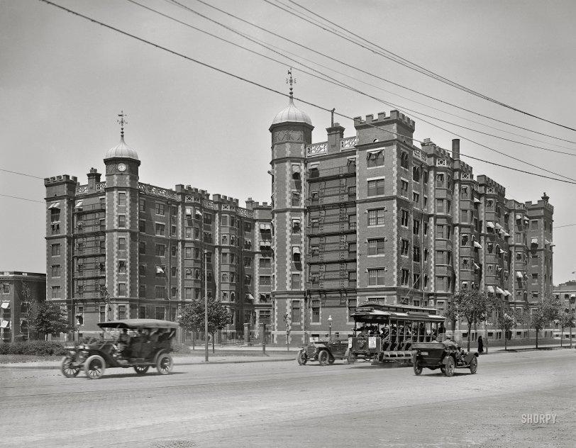 Riverbank Court: 1913