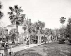 Postal Plaza: 1910