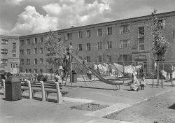 Fuld House: 1944
