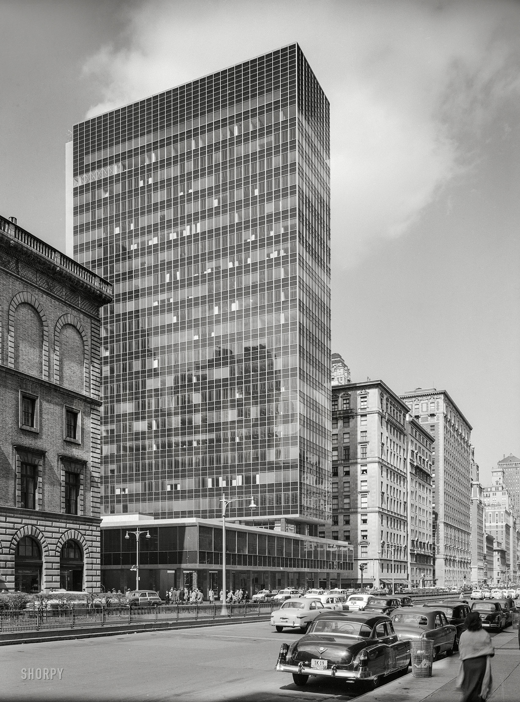 Shorpy Historic Picture Archive :: Lever House: 1952 High Resolution Photo