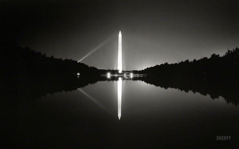 Lux Americana: 1933