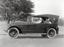 Modern Family: 1922
