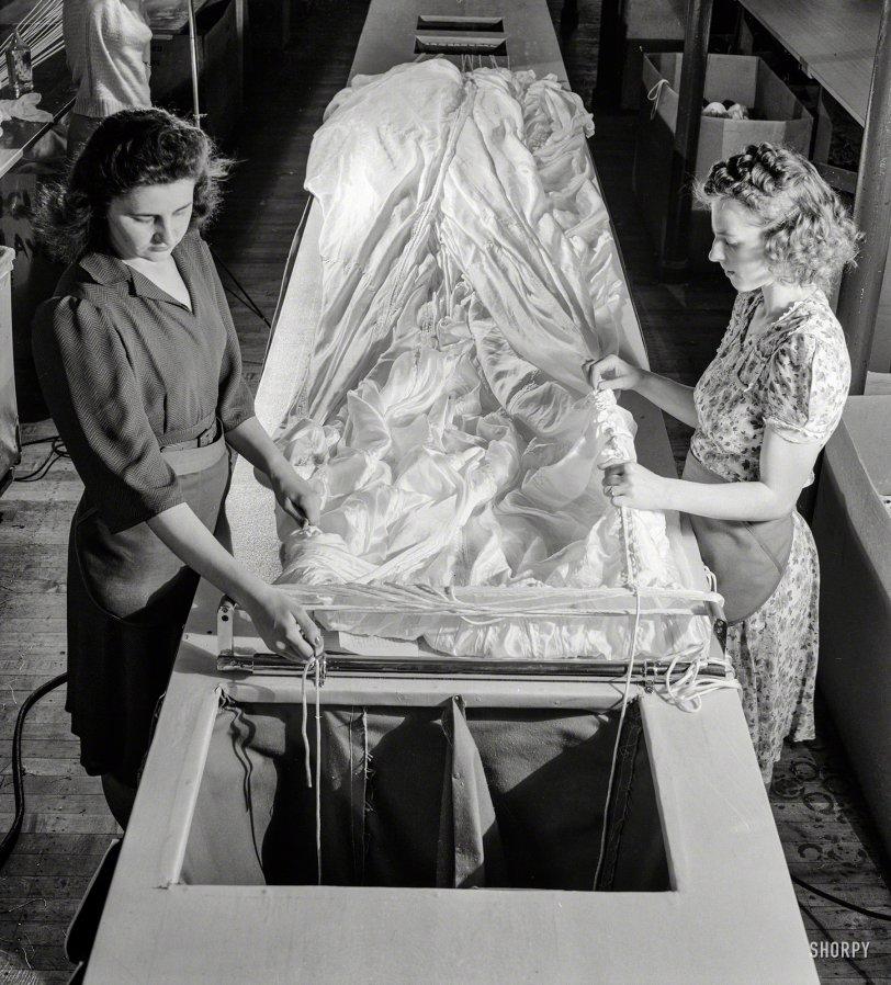 Pioneer Parachute: 1942