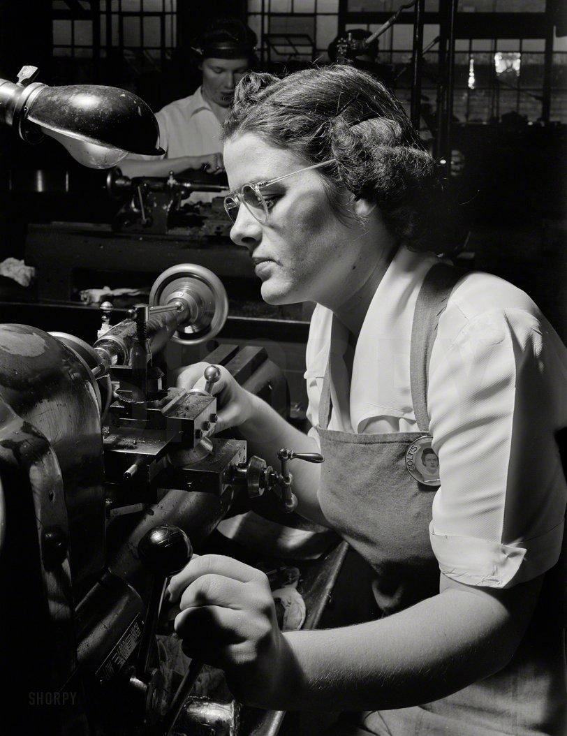 Agnes the Operator: 1942
