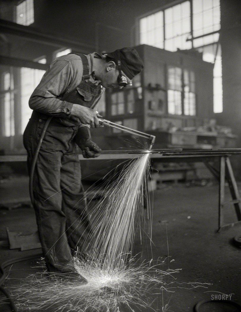 Keep 'Em Sailing: 1942