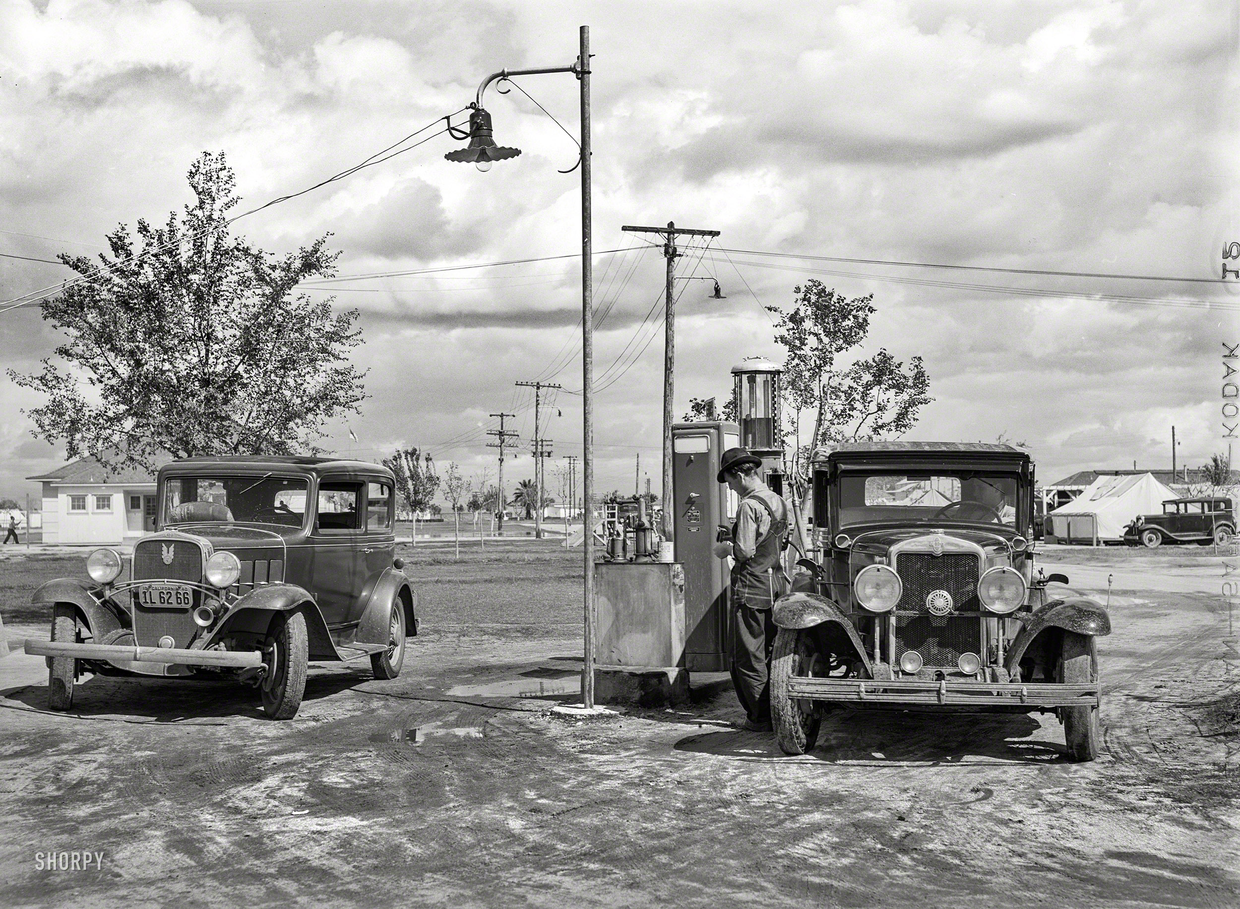 A Tale of Two Chevys: 1940 | Shorpy | Old Photos
