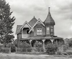 Ghost House: 1939