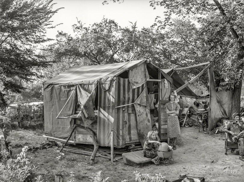 Patio Living: 1939