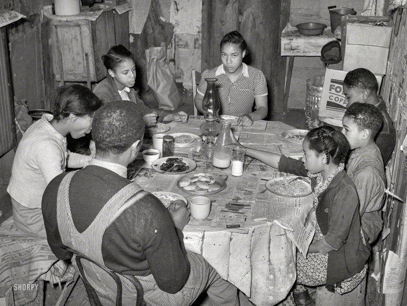 Farmhouse Kitchen: 1940