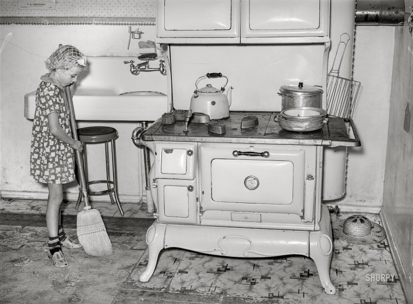 Kitchen Patrol: 1940