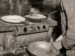 Skillet Cornbread: 1935
