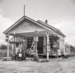 Currin Grocery: 1939