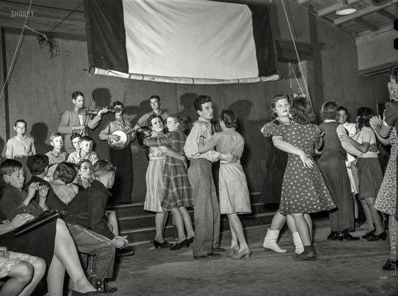 Swing Your Partner: 1942