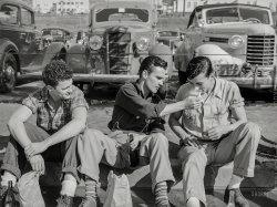 Curb Service: 1940