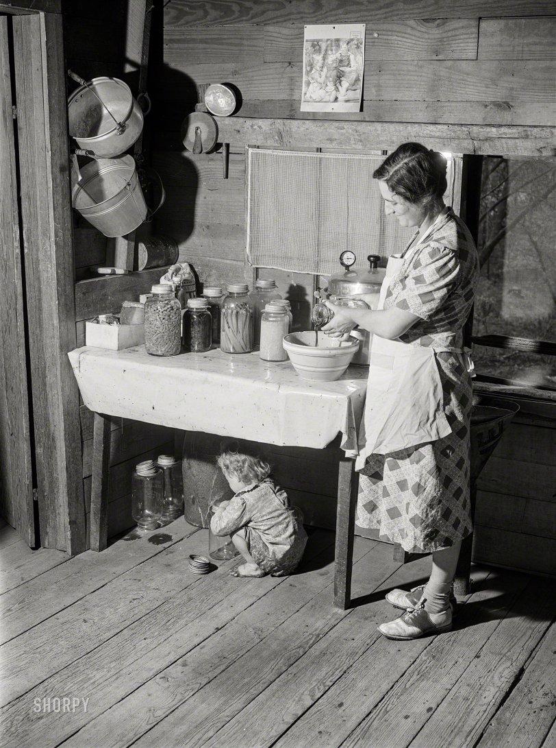 Mama's Kitchen: 1941