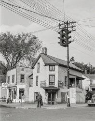 Stoplight in Vermont: 1941