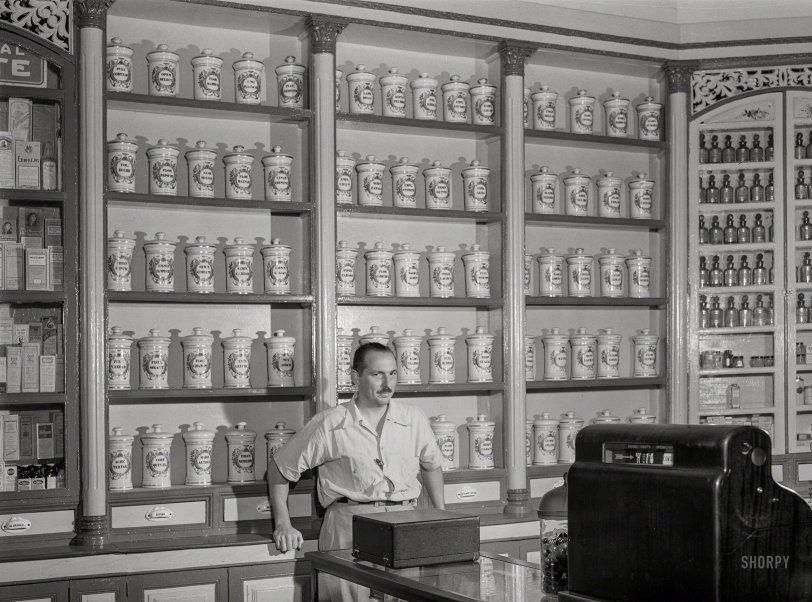 La Farmacia: 1942