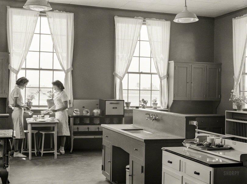 Dot & Liz: 1939