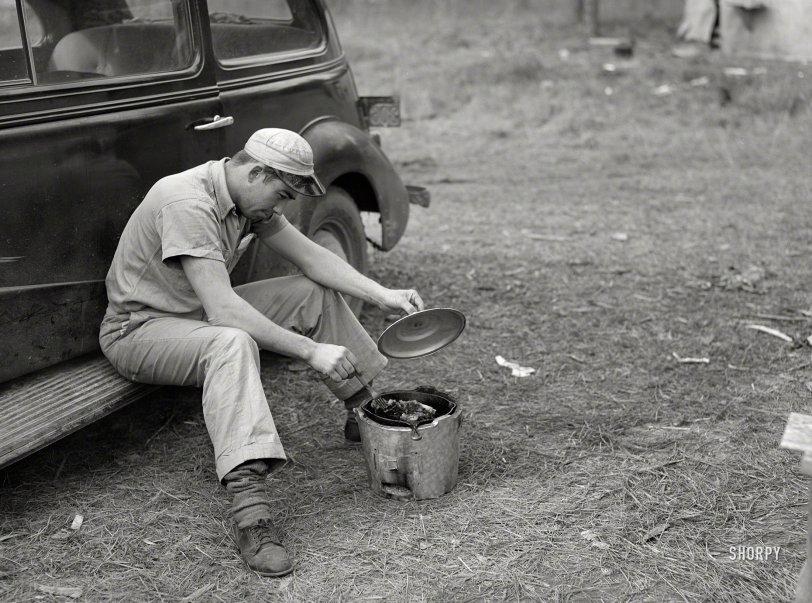 Skillet Worker: 1940
