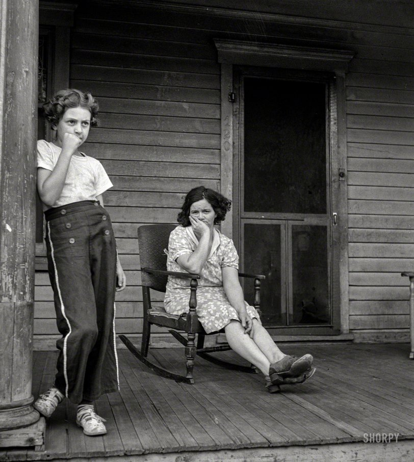 Porch Pouters: 1940