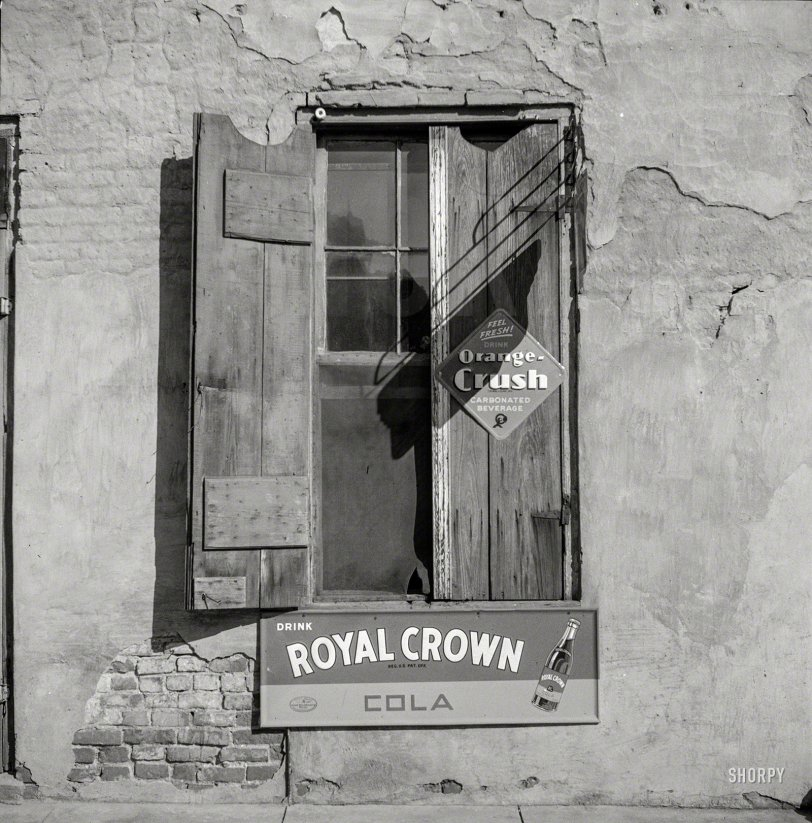 Crush vs. Crown: 1940