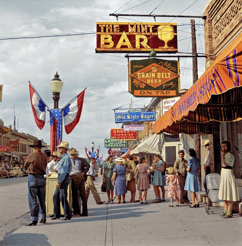 Mint Bar (Colorized): 1941
