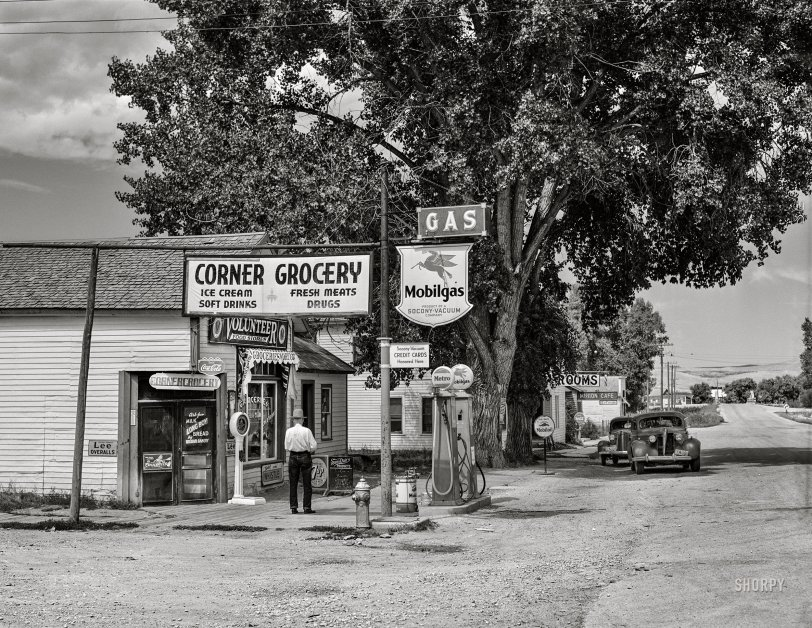 Corner Grocery: 1941