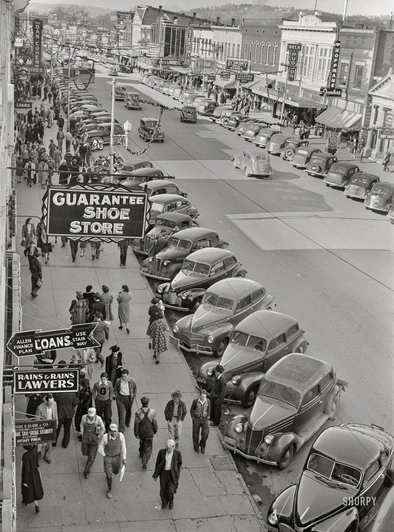 Gadsden Shoppers: 1940