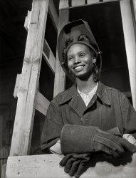 Girl Welder: 1943