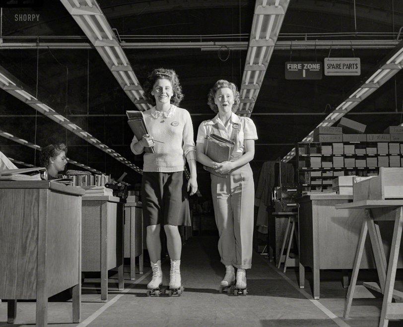 Girls on Wheels: 1943