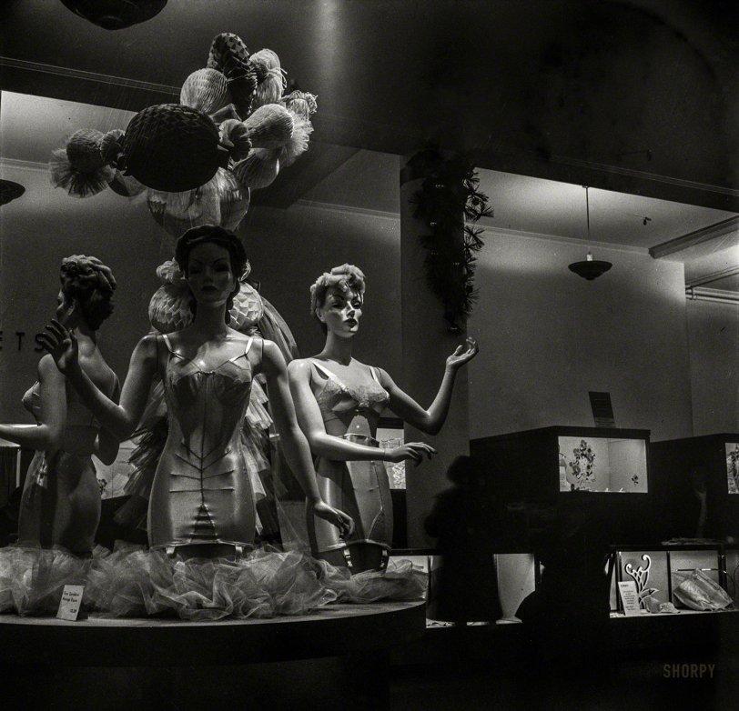 Femme Noir: 1942