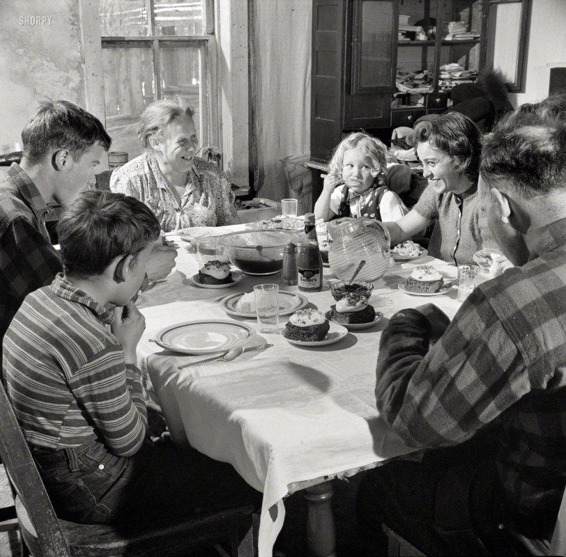 Meet the Mutzes: 1943