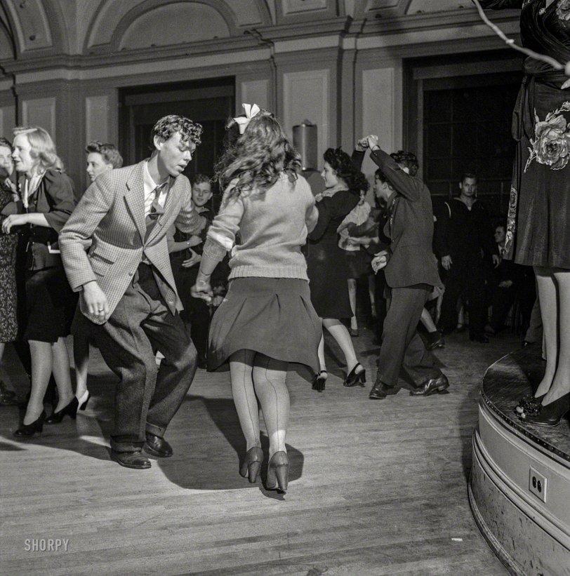 Flirty Dancing: 1943